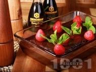 Шоколадов сладкиш с пресни ягоди и какаова глазура